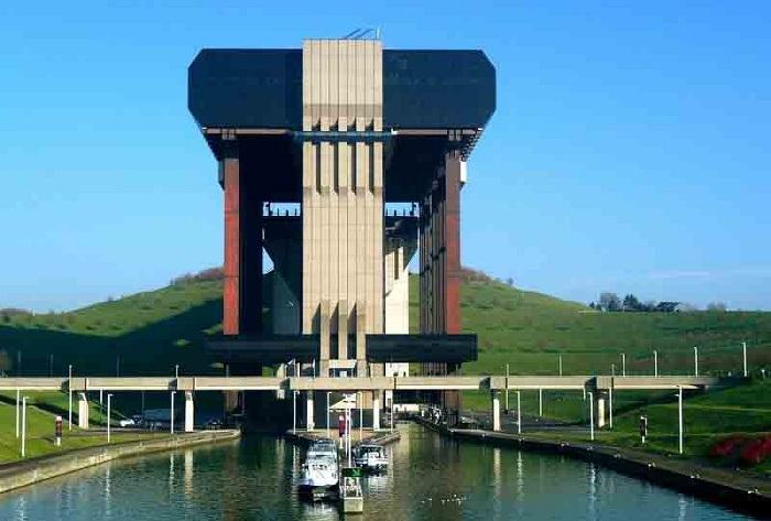 Перепад высот в Центральном канале (Бельгия) составляет 73 метра.