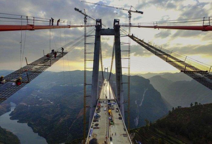 При строительстве моста Beipanjiang было задействовано более 1000 работников.