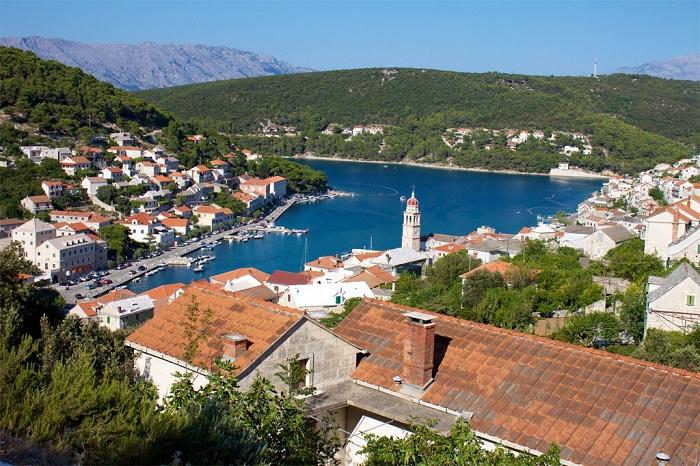 Pucisca - небольшое местечко на острове Брач в Хорватии.