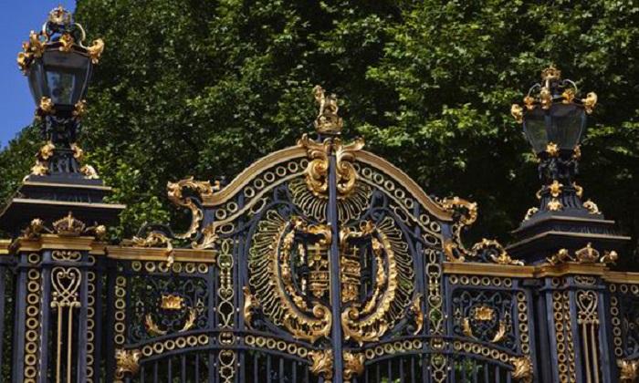 Ворота Букингемского дворца.
