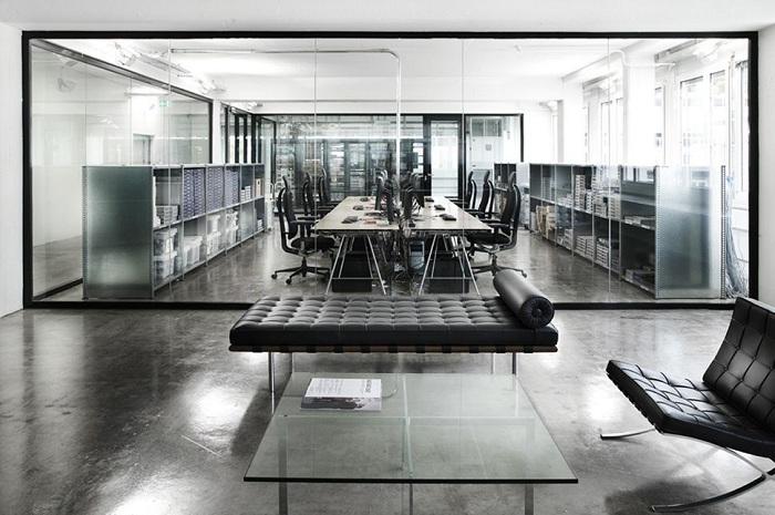 Офис в стиле «минимализм».
