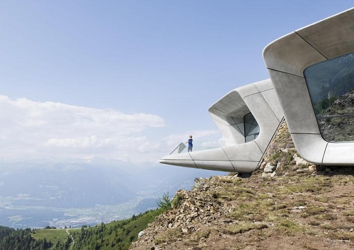 Музей, спроектированный архитектором Захой Хадид.
