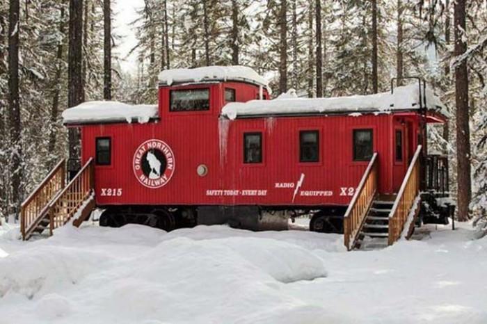 Red Caboose - старый вагон, переделанный в отельный номер на природе.