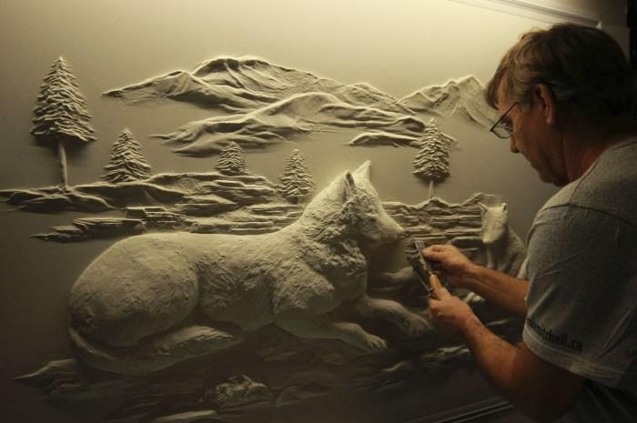 Берни Митчелл за работой. | Фото: youtube.com.