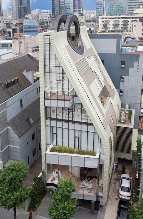 Проект архитектурных компаний UAD Architects и Charlie Smith Design.