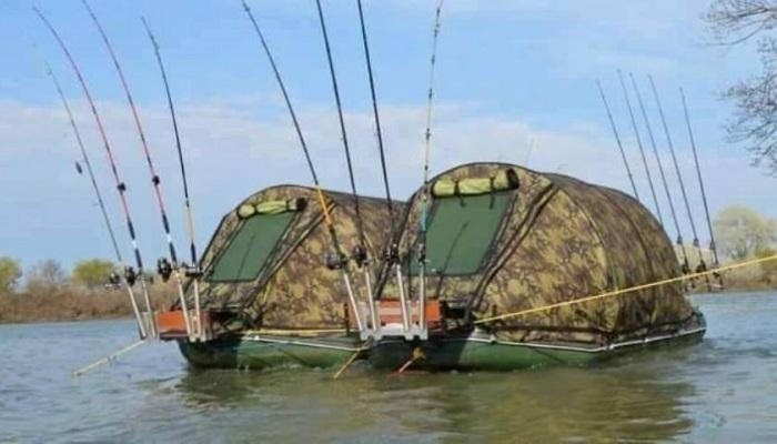 Палатки на воде.