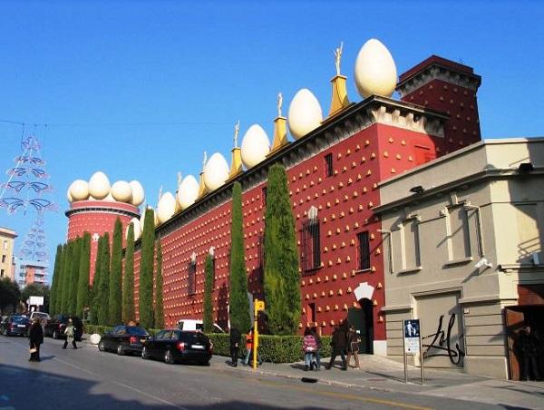Torre Galatea. Наружная стена музея.