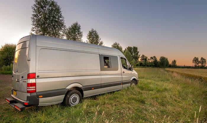 Mercedes-Benz Sprinter-2012, ставший домом на колесах для семьи из 4 человек.