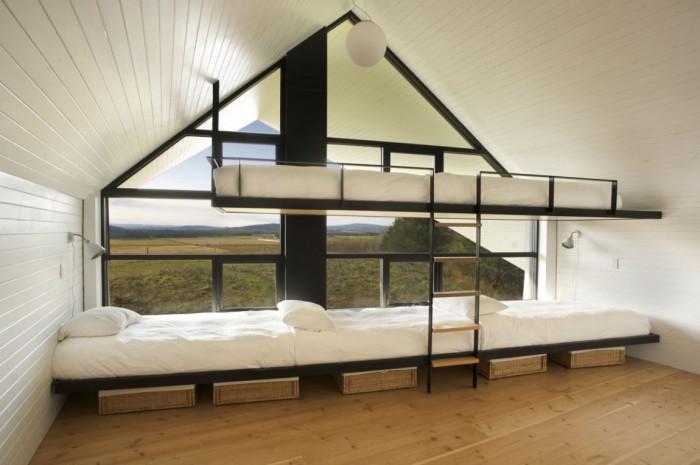 В загородном доме La Cornette много двухъярусных кроватей.