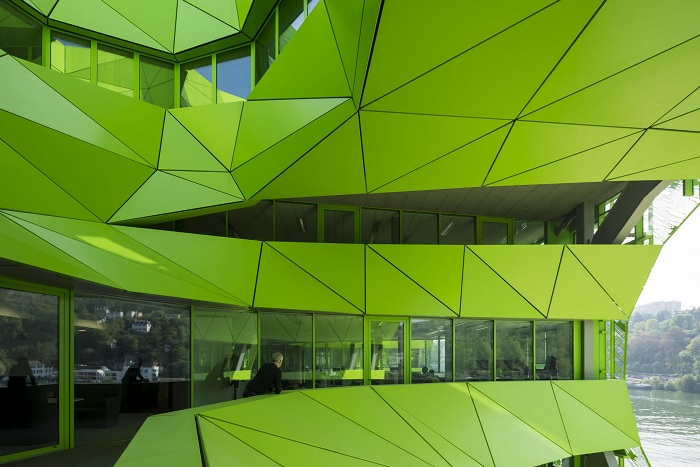 Новая штаб-квартира канала Euronews ярко-зеленого цвета.
