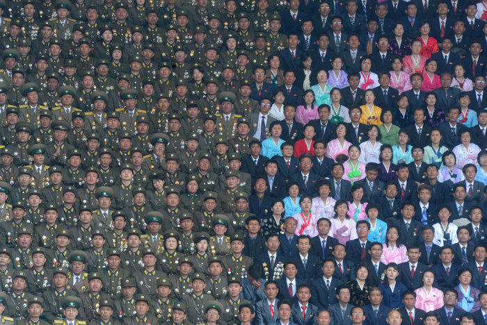 На праздновании 100-летия Ким Ир Сена в Пхеньяне. | Фото: huffingtonpost.com.