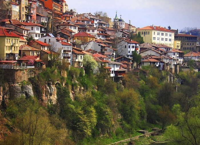 Велико-Тырново - город, расположенный в северных предгорьях Балкан.