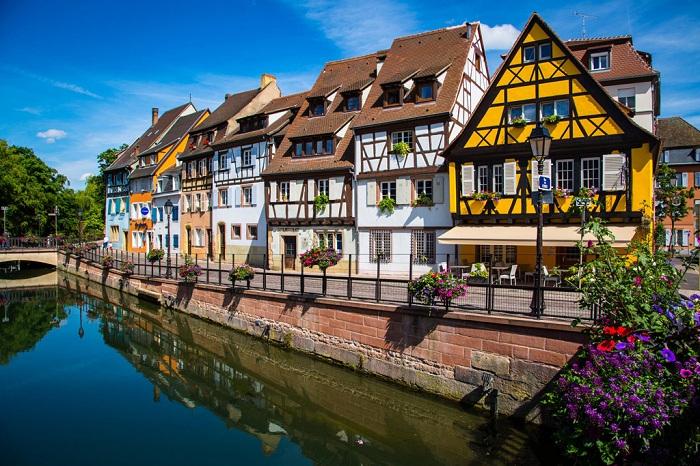 Кольмар - город во Франции.