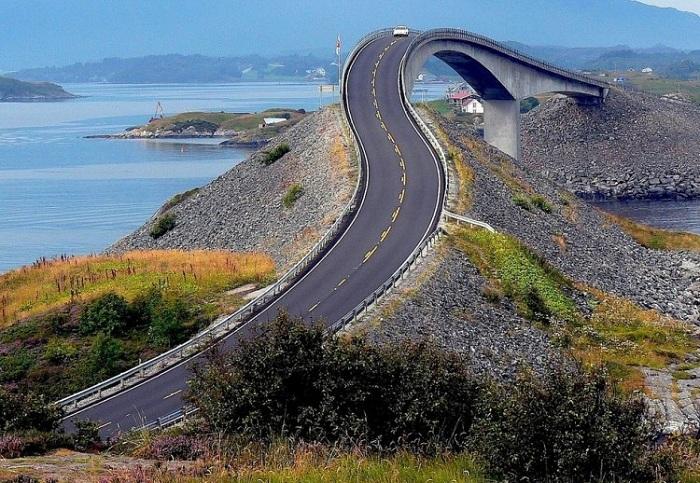 Storseisundet - мост высотой 23 метра.