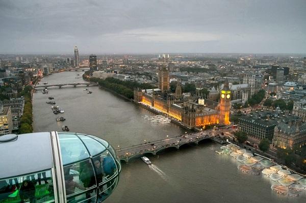 Идея реализации плавучего рынка на реке Темзе.