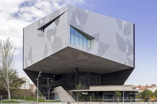 Культурно-выставочный центр CaixaForum.