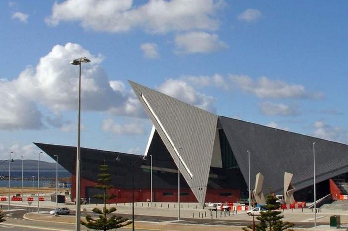 Геометрические формы культурного центра в городе Олбани.