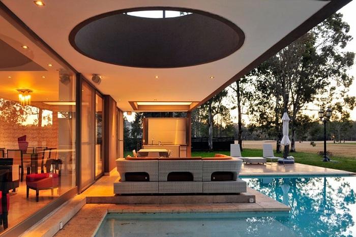 Великолепная терраса с обилием геометрических форм.