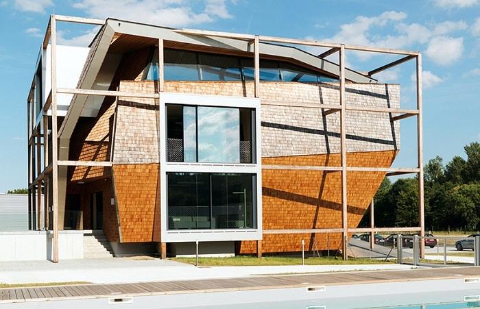 Асимметричное офисное здание, построенное в Австрии.