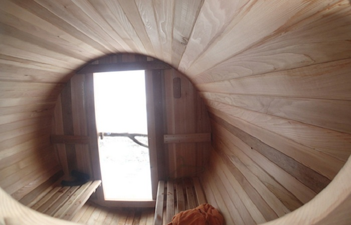 Surf Sauna - сауна вместимостью 8 человек.