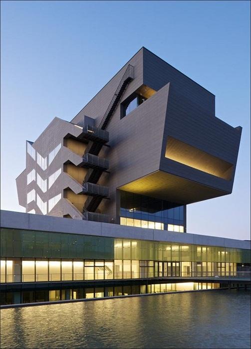 Центр дизайна в Барселоне.
