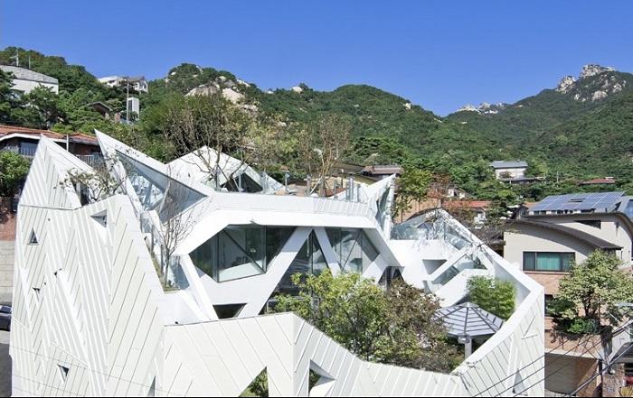 «Blooming house» - особняк геометрической формы.