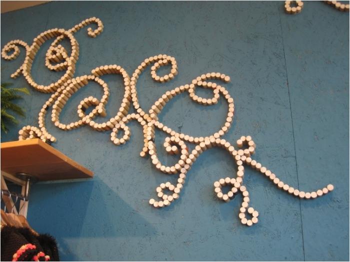 Настоящий арт-объект на стене. | Фото: lifelovelarson.com.