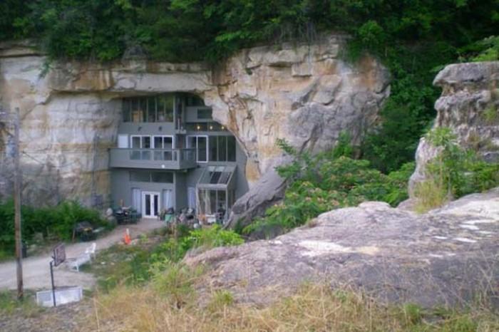 Дом, построенный в скале.