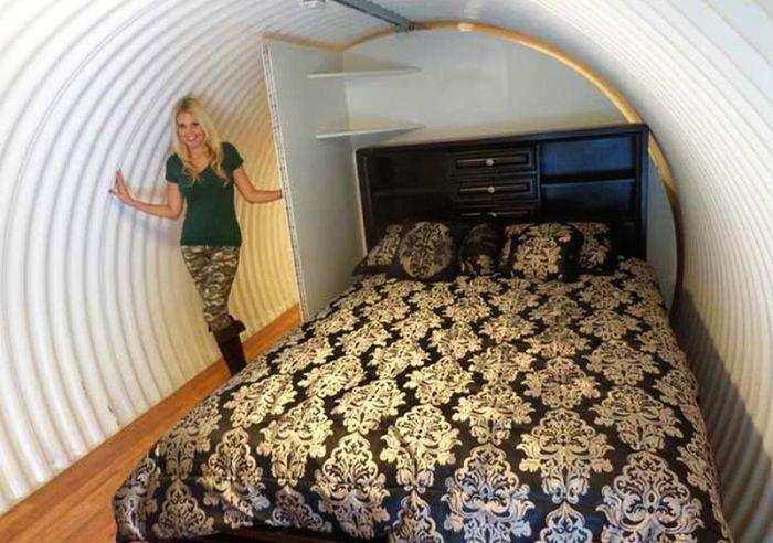 Спальня в подземном бункере Atlas.