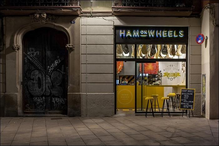 Ham on Wheels - ресторан быстрого питания в Барселоне.