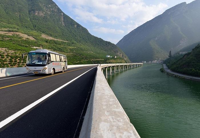Мост в реке - потенциальная достопримечательность китайской провинции Хубэй.