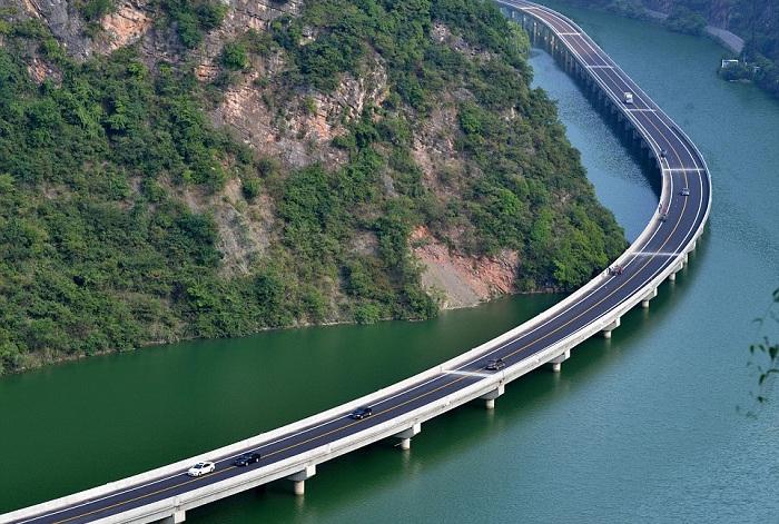 Мост, построенный в китайской провинции Hubei.