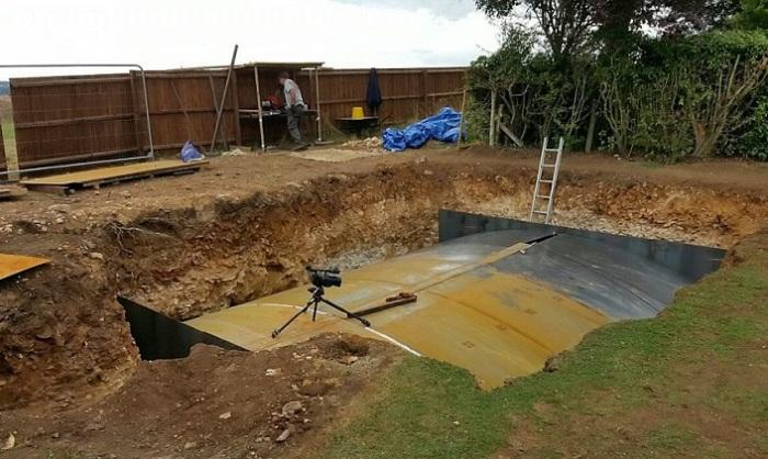 Сначала все подумали, что сосед строит бассейн.