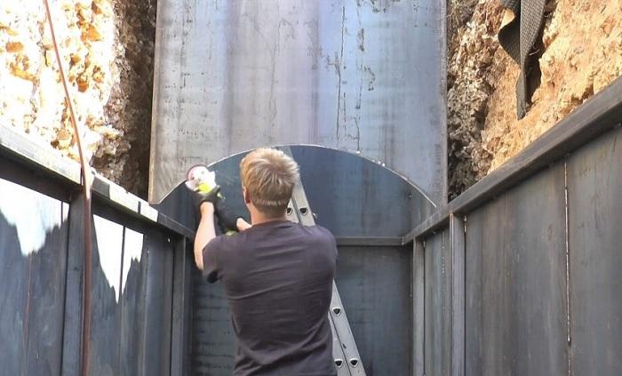 Бункер в процессе сборки.