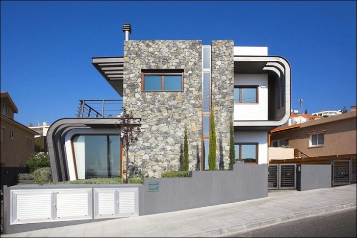 Laiki Lefkothea - дом с оригинальным динамичным фасадом.