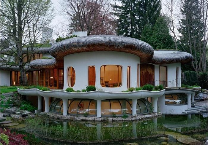 Роскошный особняк, расположенный в пригороде Мюнхена.
