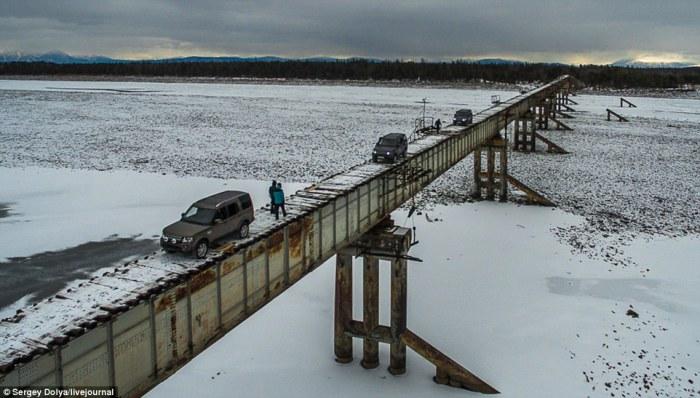 Куандинский мост на реке Витим (Россия).