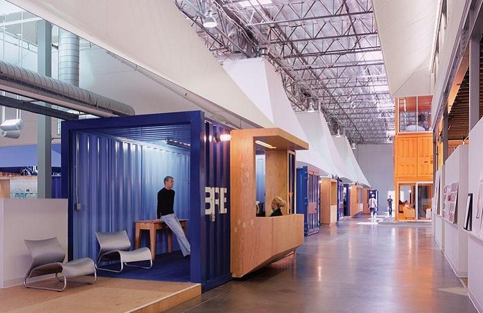 Оригинальное офисное пространство, оборудованное на территории бывшего склада.