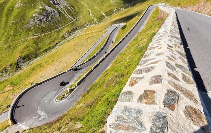 Stelvio Pass - итальянский серпантин в Восточных Альпах.