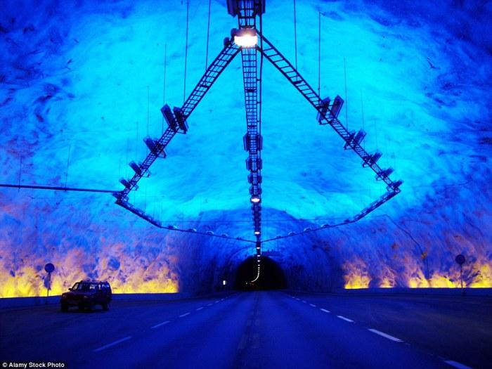 Автомобильный тоннель протяженностью 24,5 км.