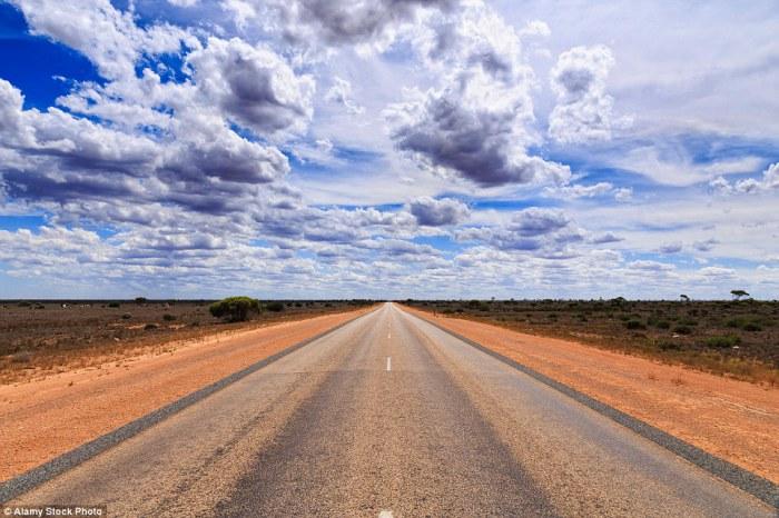 Eyre Highway - дорога, построенная по прямой.