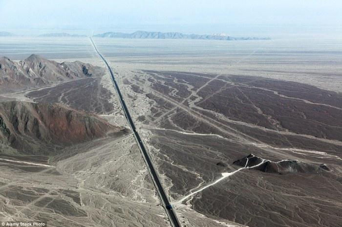 Панамериканское шоссе - самая длинная дорога в мире.