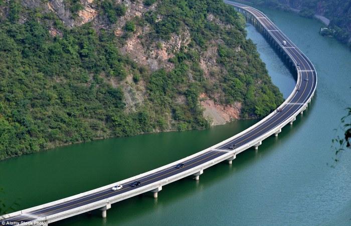 Overwater Highway - уникальный мост, проложенный не через реки, а по ее течению.