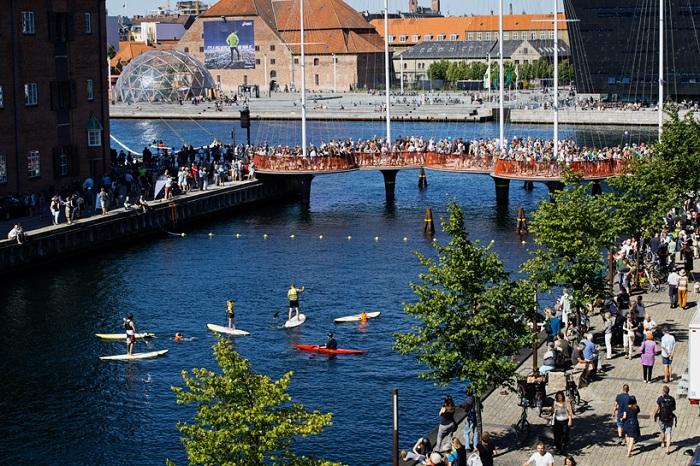 Пропускная способность пешеходного моста Cirkelbroen составит 5000 человек в день.
