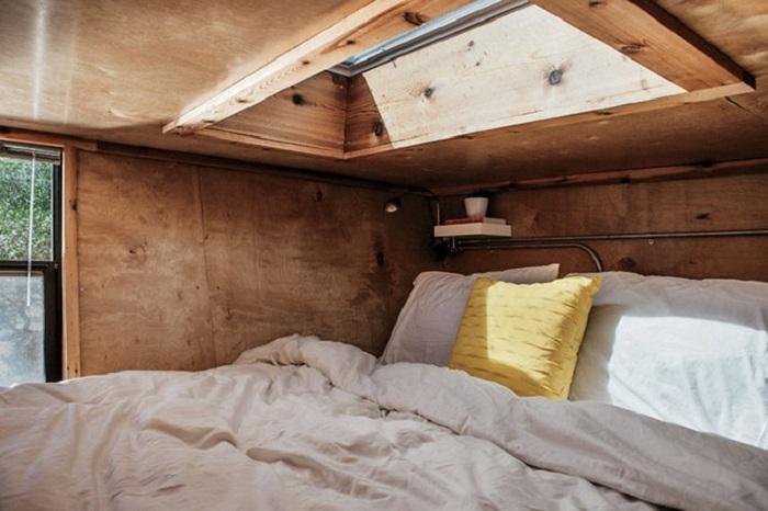 Дом на колесах Woody. Двухспальная кровать.