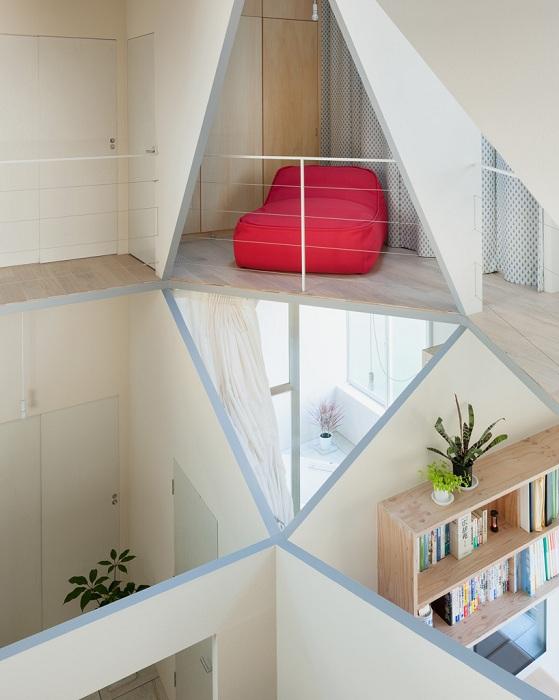 Kame House. Геометрический интерьер.