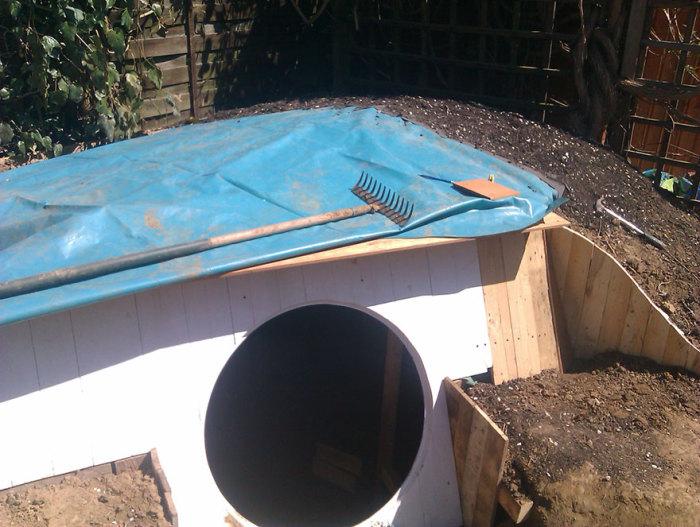 Крыша покрыта гидроизоляцией.