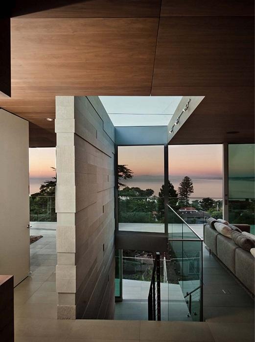 Kafka House. Вместо стен - раздвижные стеклянные двери от пола до потолка.