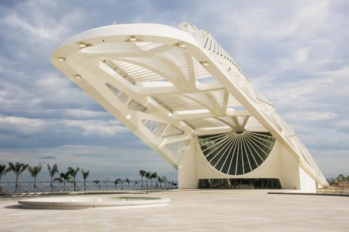 Нестандартная архитектура музея в Рио-де-Жанейро.