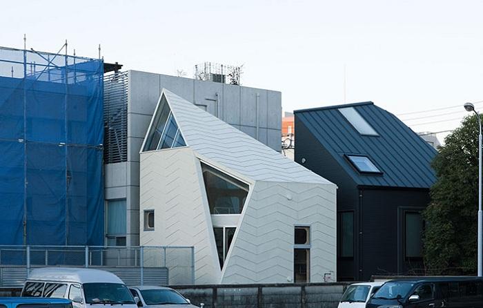 Компактный дом с асимметричным фасадом.